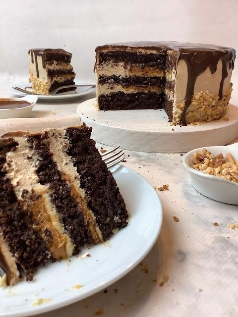 Bolo de chocolate e manteiga de amendoim, vegan, saudável, fit (rico em proteína)